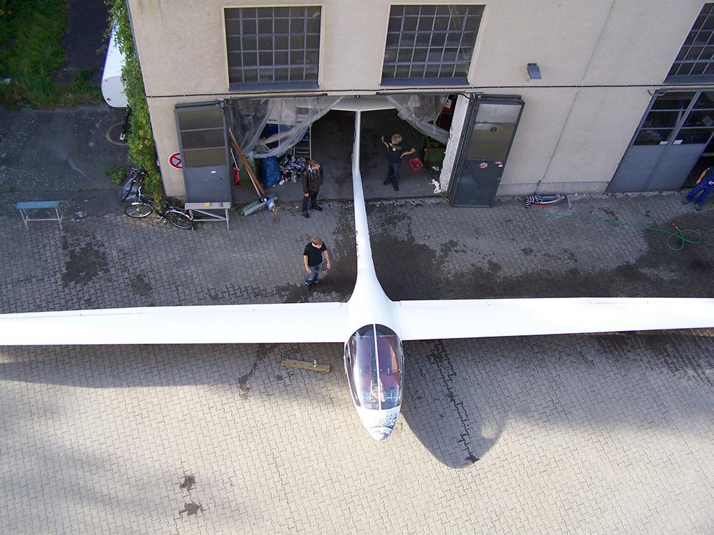 Prototyp B 13 vor der Werkstatt