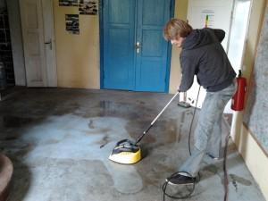 Putzarbeiten im Eingangsbereich mit Hochdruck