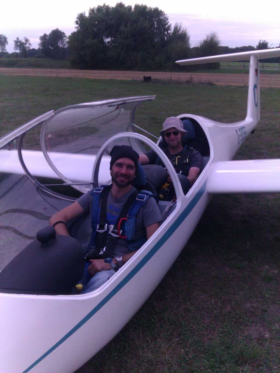 Hertelteilnehmer und Fluglehrer Philip